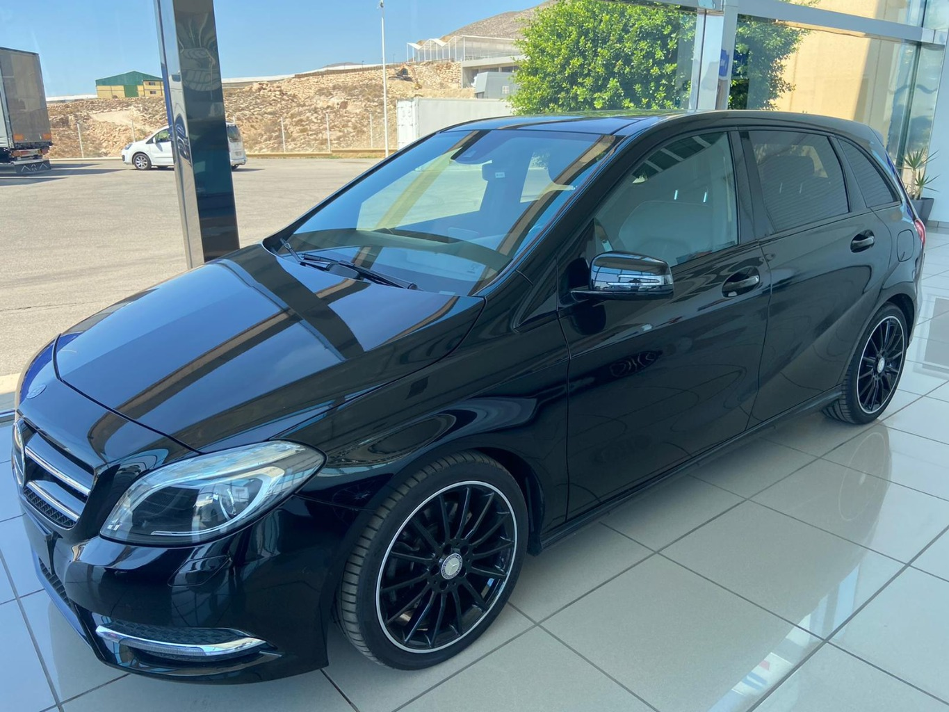 MERCEDES B 220 4 MATIC
